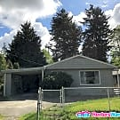 3BR/1BA - Walk to Ingraham High, Large Fenced Yard - Seattle, WA 98133