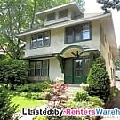 Stunning 2BR duplex Steps From Lake Harriet - Minneapolis, MN 55410