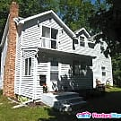 White Bear Upper duplex $1090 2BD/1Bath Avail 7/5 - White Bear Lake, MN 55110