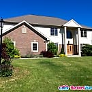 Beautiful Executive 4 Bdrm Pewaukee Home - Pewaukee, WI 53072