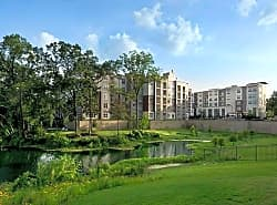 Vargos On The Lake Apartments and Townhomes