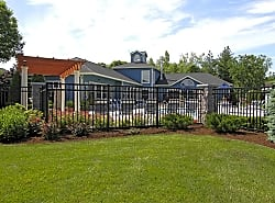 Country Club Manor Apartments