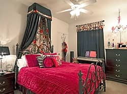 LaCrosse Apartments & Carriage Homes