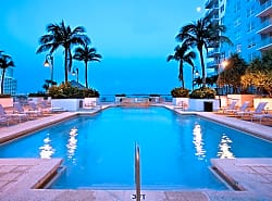 Yacht Club at Brickell Apartments