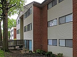 Saddle River Apartments