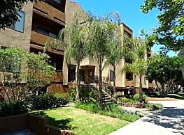 Vineland Gardens - Studio City
