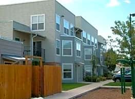 Gateway Crossing Apartments - Nampa