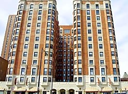 The Wyndham Apartments - Chicago