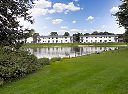 Mallard Lake Apartments - Plymouth