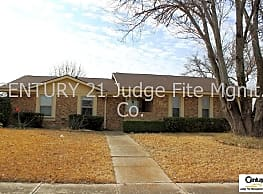 Well Maintained 3/2/2 On Corner Lot in Plano For R - Plano