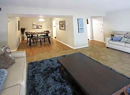Tiffany Woods Apartment Homes - Muskegon
