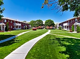 Lake Grove Apartments - Lake Grove