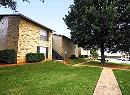 Oak Hollow Apartments - Longview