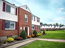 Princeton Court Apartments - Amherst