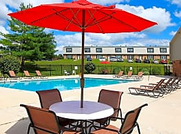 Red Coach Village Apartments - Springfield