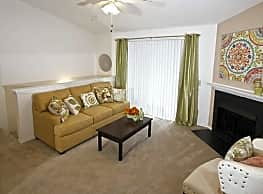 Royal Pointe Apartments and Townhomes - Virginia Beach