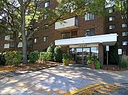 Thornwood Apartments - Chicago Heights