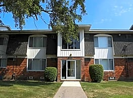 Oakland Mall Apartments - Madison Heights