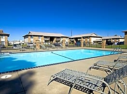 English Village Apartments - Springfield