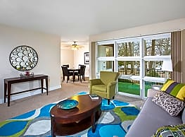 Carlyle Apartments - Crofton