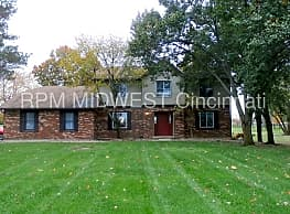 Gorgeous 2 story traditional on large 3 acre lot! - Hamilton