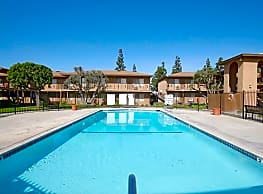 Los Olivos Apartments - Whittier