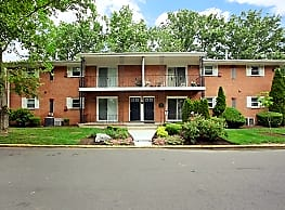 Post & Coach Apartment Homes - Freehold