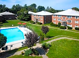 Country Club Garden Apartments - Woburn