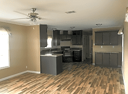 3 bedroom, 2 bath home available - Hutchins