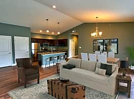 Mill Hollow Apartments - Guilderland