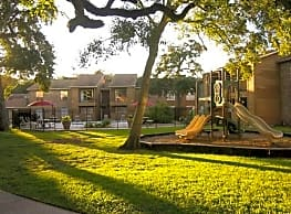 Crescentwood Apartments - Clute