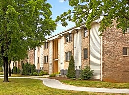 West Creek Manor Apartments - Roanoke