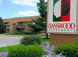 Basswood Apartments - Bloomington