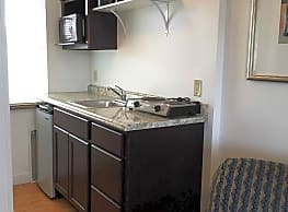 Travelers Suites & Melbourne Suites - Youngstown