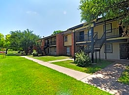 Live Oak Apartments - Stamford