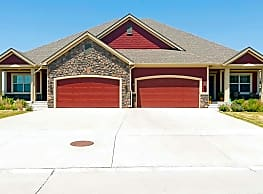 Centennial Pointe West Townhomes - Ankeny