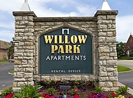 Willow Park Apartments - Des Moines