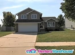 Three Bedroom House/ 2/5 Bathrooms - West Des Moines