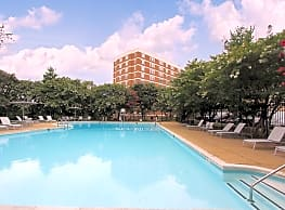 Dominion Towers Apartments - Arlington
