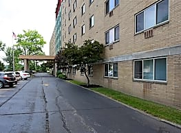 Commodore Club Apartments - Lakewood