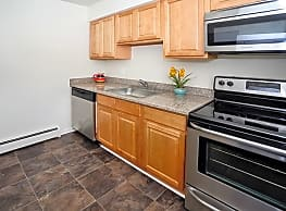 Roberts Mill Apartments & Townhomes - Maple Shade