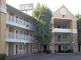 Furnished Studio - Bakersfield - California Avenue - Bakersfield
