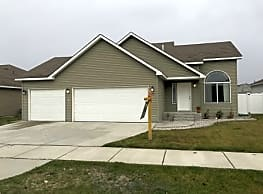 A must see home! So much to offer!!! - Spokane Valley