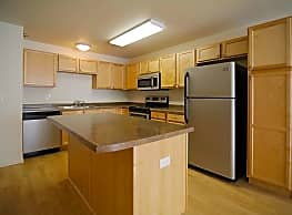 Collins Place Apartments - Mandan
