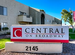 Central on Broadway - Mesa