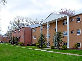 Levittown Trace Apartments - Bristol