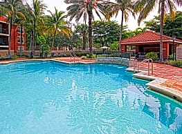 Crescent House Apartments - Miami Lakes
