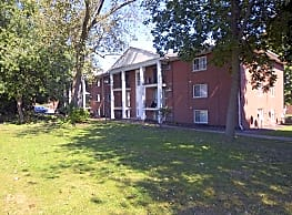 St Charles Court Apartments - Canton