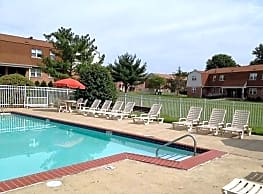 Foxwood Manor Apartments - Levittown