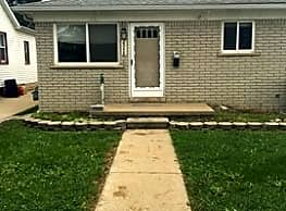 Move in Ready 3bed 1bath with large basement - Lincoln Park